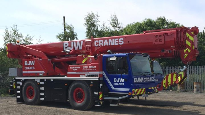 Top 4 benefits of hiring a mobile crane