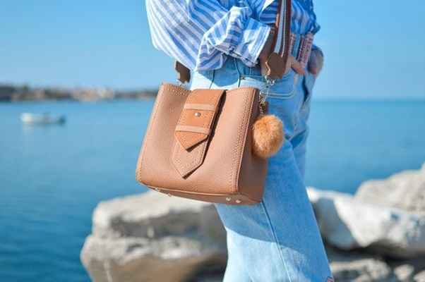Why Leather Bags Are A Great Style Statement