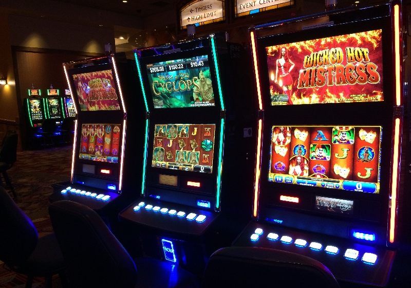 How do the slot machines work?