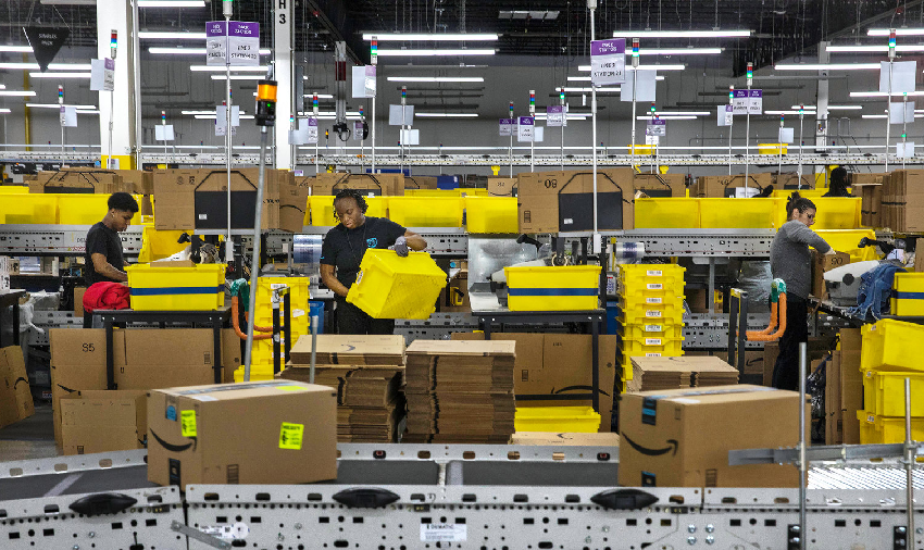 6 Ways Warehouses Use Automation To Boost Efficiency & Productivity